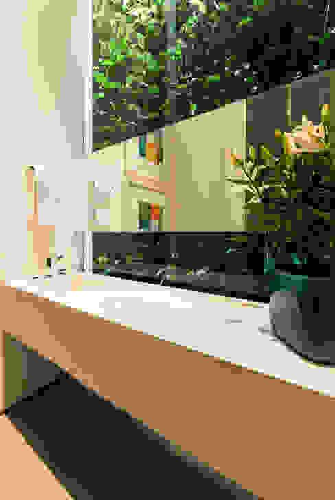 Casas de banho  por Felipe Bueno Arquitetura,