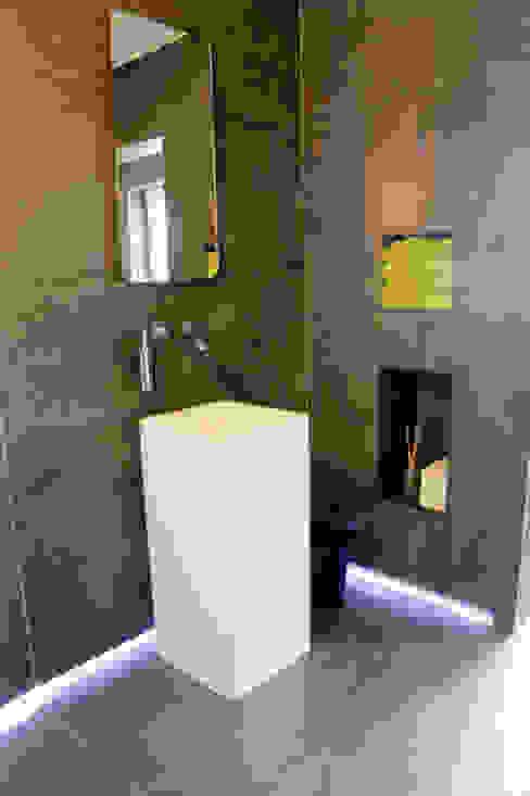 de estilo  por Badeloft GmbH - Hersteller von Badewannen und Waschbecken in Berlin, Moderno Piedra