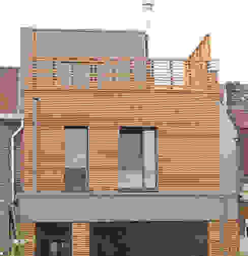Extension et surélévation d'une maison de ville Maisons modernes par F. DEMAGNY ARCHITECTE Moderne