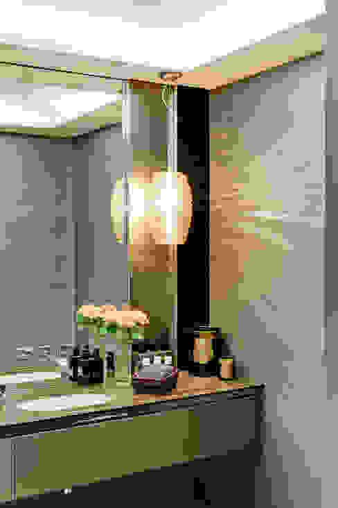 Style and Substance Modern bathroom by Studio Hopwood Modern