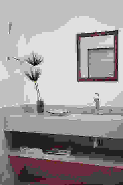 Moderne badkamers van Ricardo Melo e Rodrigo Passos Arquitetura Modern
