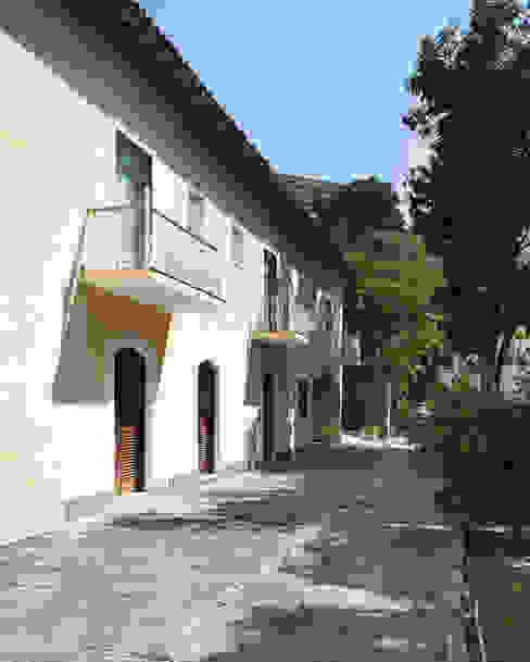 Koloniale huizen van Ricardo Melo e Rodrigo Passos Arquitetura Koloniaal