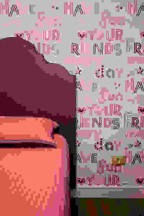 Phòng trẻ em phong cách chiết trung bởi Helen Granzote Arquitetura e Interiores Chiết trung