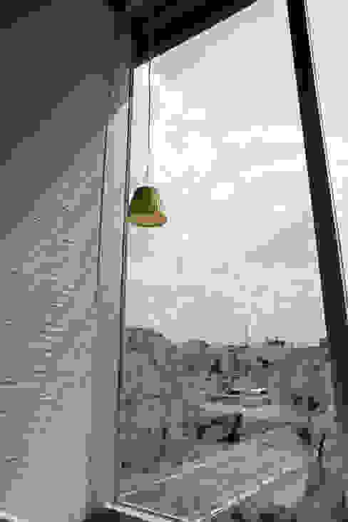 Ventanas de estilo  por Egawa Architectural Studio, Ecléctico