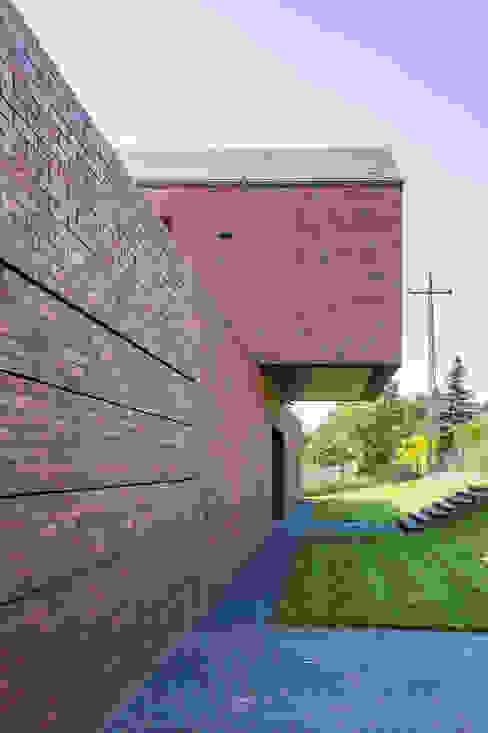 Casas modernas: Ideas, imágenes y decoración de KWK Promes Moderno