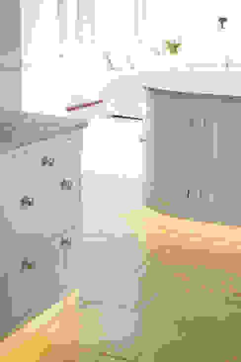 Roche Marron limestone in an Artisan Worn finish from Artisans of Devizes. Classic style kitchen by Artisans of Devizes Classic Limestone