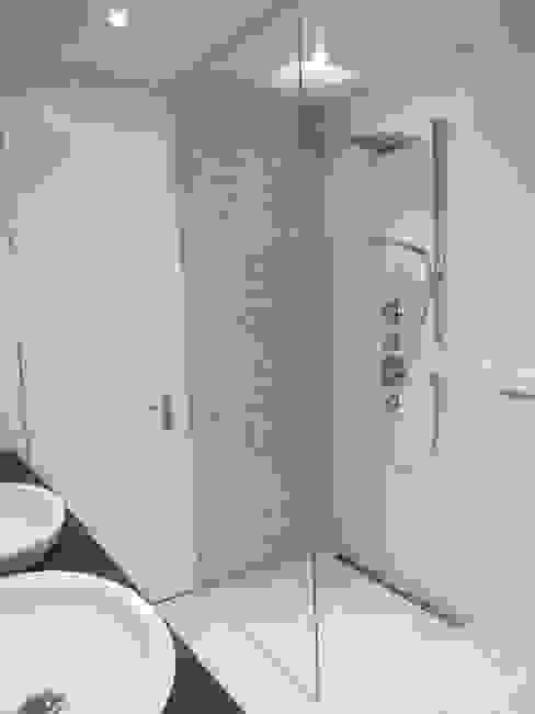 Baños modernos de Bauarena Moderno