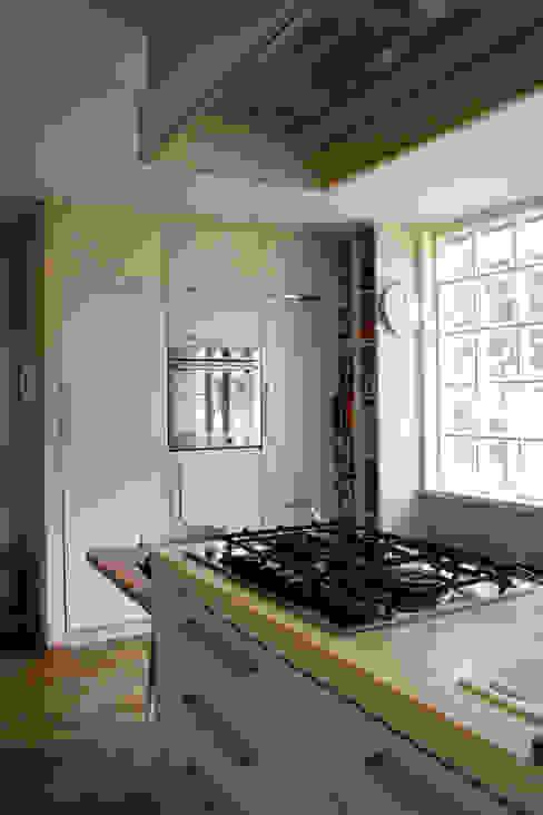 Attico all'Aventino Cucina in stile classico di Blocco 8 Architettura Classico