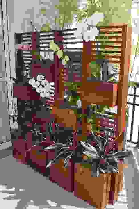 Balcones y terrazas modernos de A Varanda Floricultura e Paisagismo Moderno
