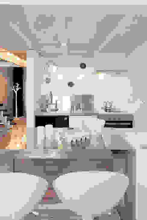 Soggiorno in stile scandinavo di justyna smolec architektura & design Scandinavo