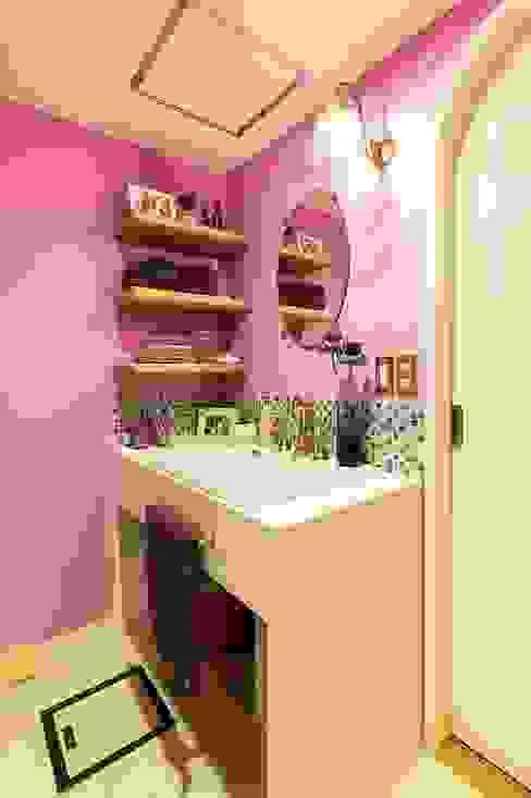 おとぎ話のようなお家~洗面室: 株式会社 TRUSTが手掛けた折衷的なです。,オリジナル