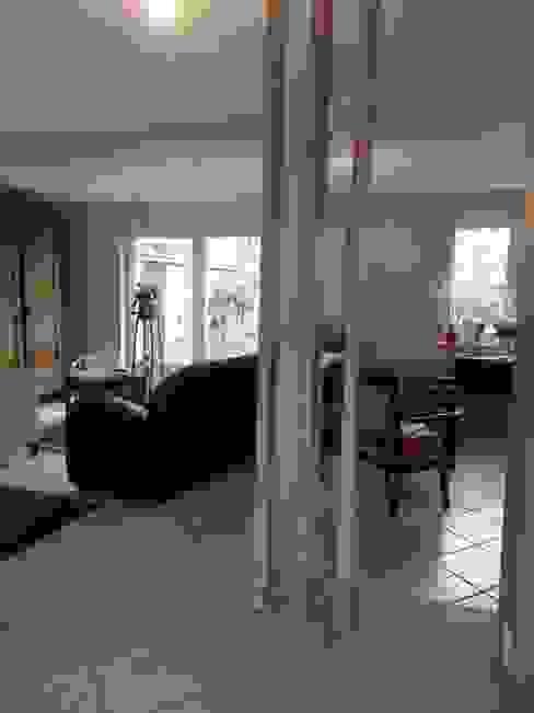 vue des espaces à vivre redistribués Salon moderne par Emilie Bigorne, architecte d'intérieur CFAI Moderne