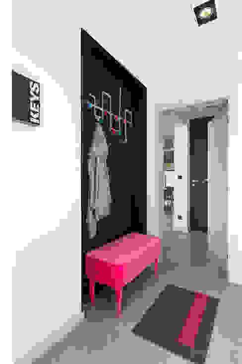miniszyk Minimalistyczny korytarz, przedpokój i schody od unikat:lab Minimalistyczny