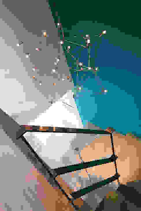 miniszyk Ingresso, Corridoio & Scale in stile minimalista di unikat:lab Minimalista