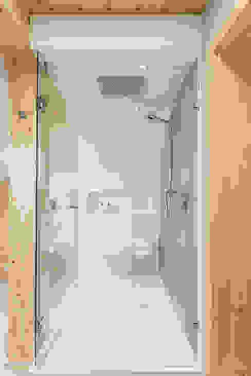 Modern Bathroom by unikat:lab Modern