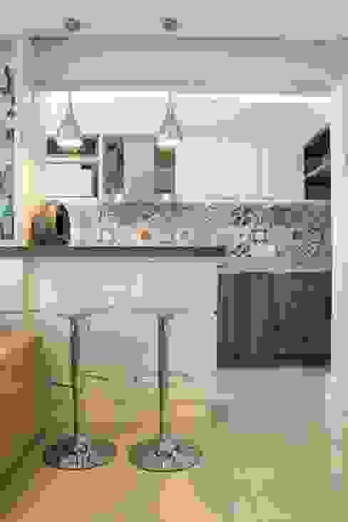 Apartamento Bento Cozinhas modernas por Camila Chalon Arquitetura Moderno