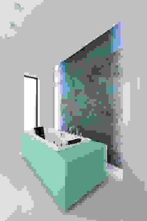 bath tron Nowoczesna łazienka od unikat:lab Nowoczesny