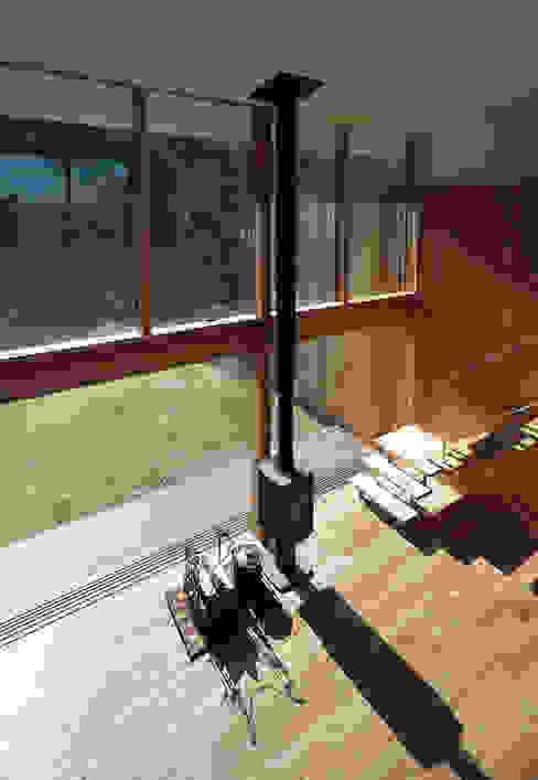 House-Sim: 伊藤憲吾建築設計事務所が手掛けた廊下 & 玄関です。,モダン