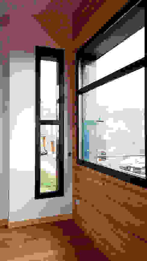 Maison au pied des pistes Fenêtres & Portes modernes par Empreinte Constructions bois Moderne