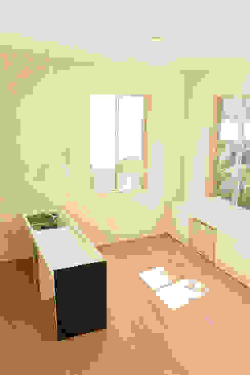 密集した住宅地のなかの別世界 早稲田の家 House in waseda: 平野崇建築設計事務所 TAKASHI HIRANO ARCHITECTSが手掛けたキッチンです。,モダン