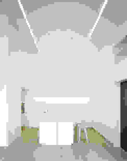 S3 CITYVILLA Minimalistische Küchen von steimle architekten Minimalistisch