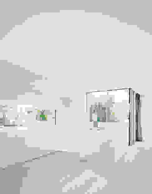 EM 35 CITYVILLA Moderne Küchen von steimle architekten Modern