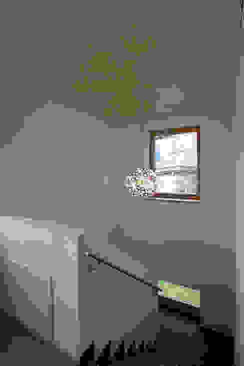 Einfamilienhaus TR Minimalistischer Flur, Diele & Treppenhaus von architekt stöckl michael zt gmbh Minimalistisch