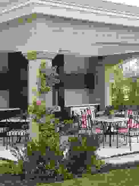 Varandas, marquises e terraços clássicas por Loro Arquitetura e Paisagismo Clássico