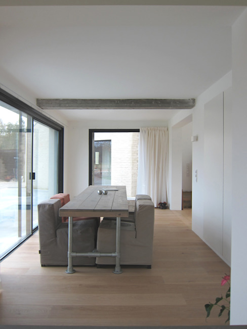 Tibbensteeg Hoonhorst:  Eetkamer door Tim Versteegh Architect,