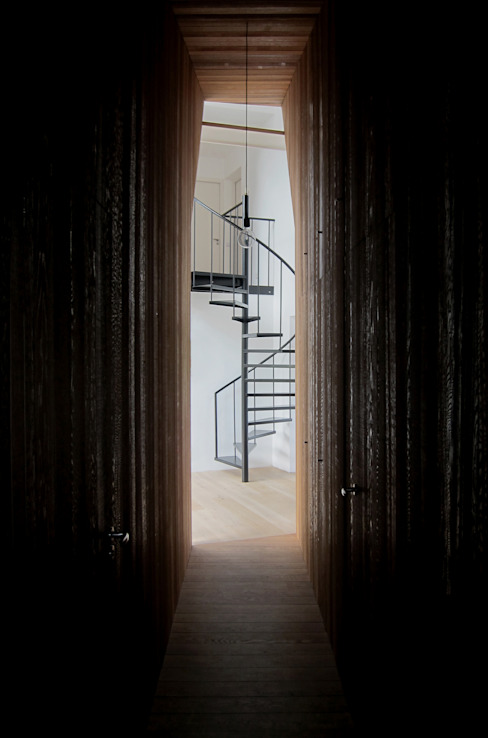 Minimalist corridor, hallway & stairs by Tim Versteegh Architect Minimalist