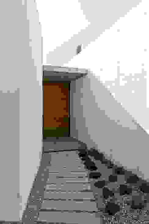Casas de estilo minimalista de Ascoz Arquitectura Minimalista