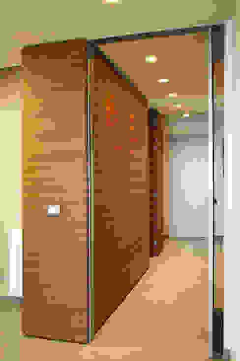 Moderner Flur, Diele & Treppenhaus von giovanni gugliotta architetto Modern