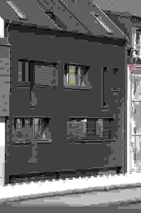 モダンな 家 の Architect DI Johannes Roithner モダン