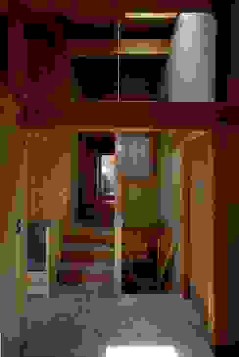 福釜の家: 神谷建築スタジオが手掛けた廊下 & 玄関です。,オリジナル