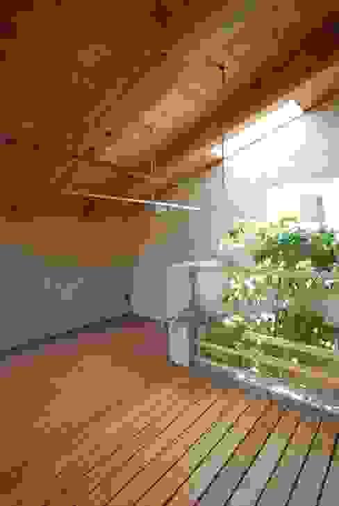 에클레틱 발코니, 베란다 & 테라스 by 神谷建築スタジオ 에클레틱 (Eclectic)
