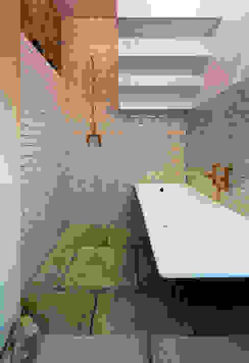 TSURUTA ARCHITECTS 의  욕실, 미니멀