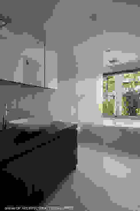 036軽井沢Kさんの家 モダンスタイルの お風呂 の atelier137 ARCHITECTURAL DESIGN OFFICE モダン