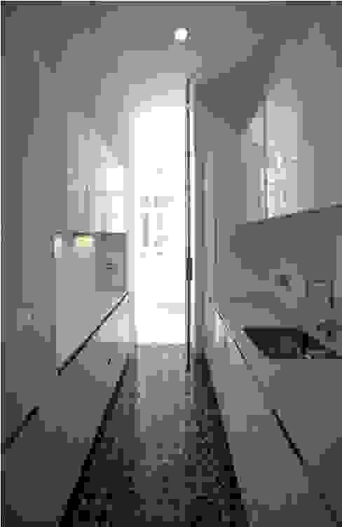3 VIVIENDAS, CALLE SAN MIGUEL 18 (CÁDIZ) Cocinas de estilo ecléctico de pxq arquitectos Ecléctico