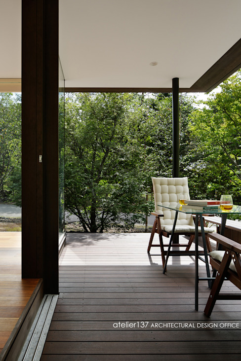 Klasyczny balkon, taras i weranda od atelier137 ARCHITECTURAL DESIGN OFFICE Klasyczny