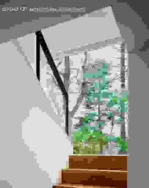 ห้องโถงทางเดินและบันไดสมัยใหม่ โดย atelier137 ARCHITECTURAL DESIGN OFFICE โมเดิร์น ไม้ Wood effect