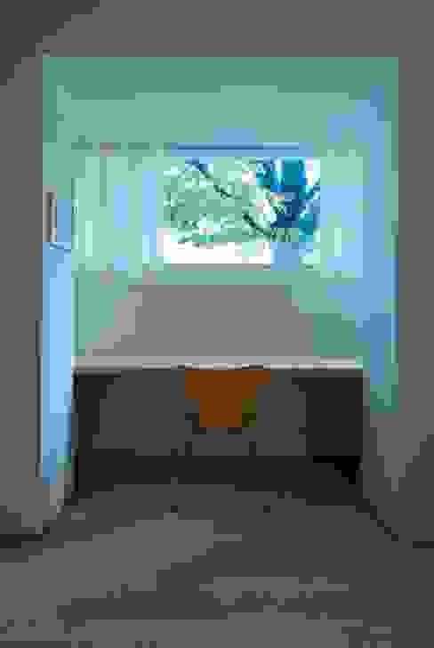 House with a Tree Rustikale Arbeitszimmer von Sauter von Moos Rustikal