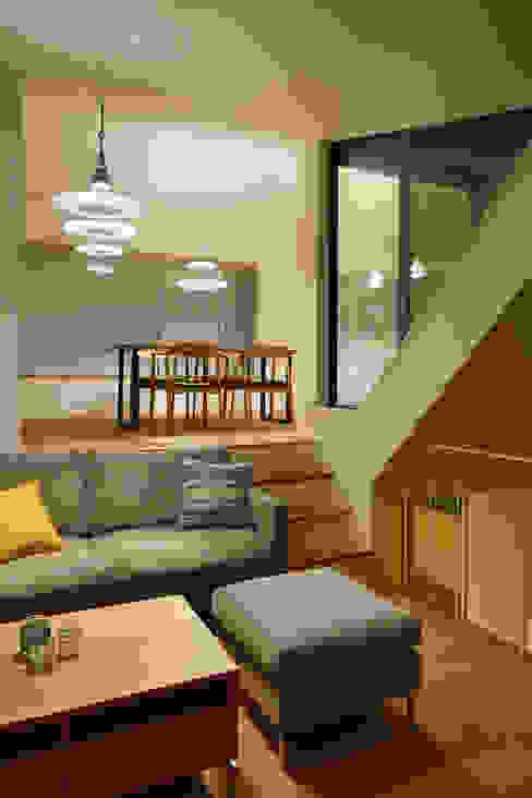 Living room by 向山建築設計事務所, Modern Wood Wood effect