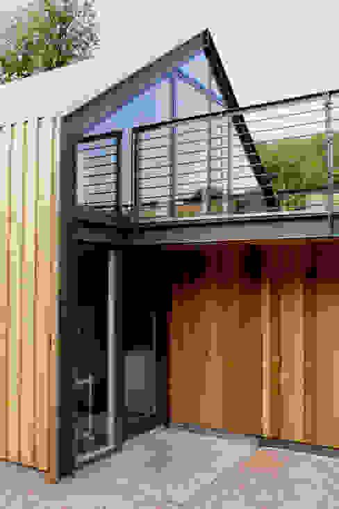 Veddw Farm, Monmouthshire Modern balcony, veranda & terrace by Hall + Bednarczyk Architects Modern