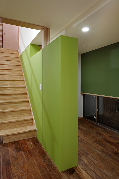 Modern Corridor, Hallway and Staircase by TAMAI ATELIER Modern