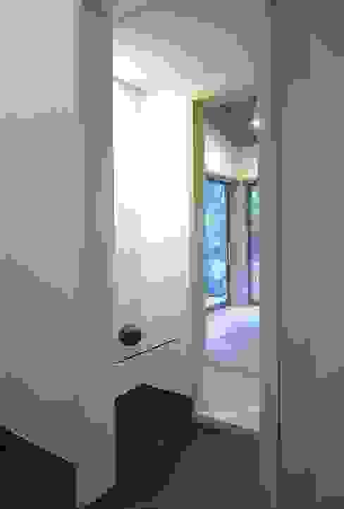 下田の家 クラシックデザインの 多目的室 の TAMAI ATELIER クラシック