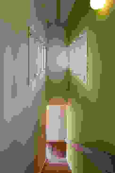 安中榛名の家 モダンスタイルの 玄関&廊下&階段 の TAMAI ATELIER モダン