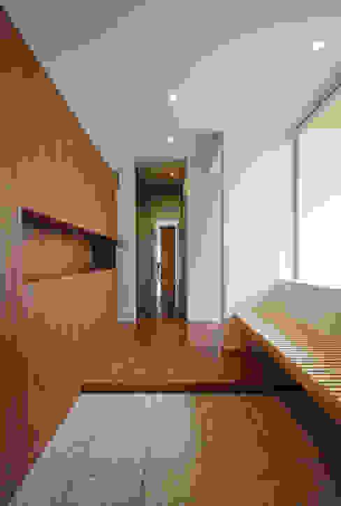 現代風玄關、走廊與階梯 根據 TAMAI ATELIER 現代風