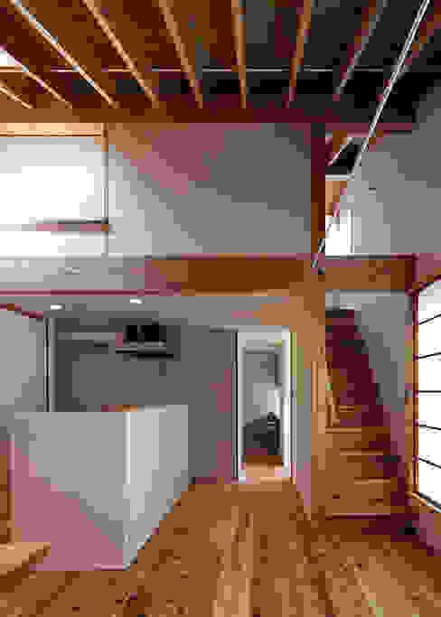 広間・屋根裏階への階段 オリジナルデザインの リビング の 河合建築デザイン事務所 オリジナル