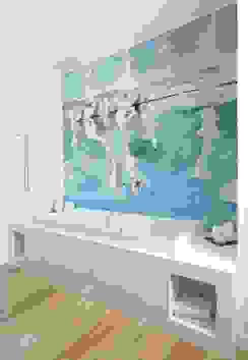 Salle de bain méditerranéenne par Murales Divinos Méditerranéen
