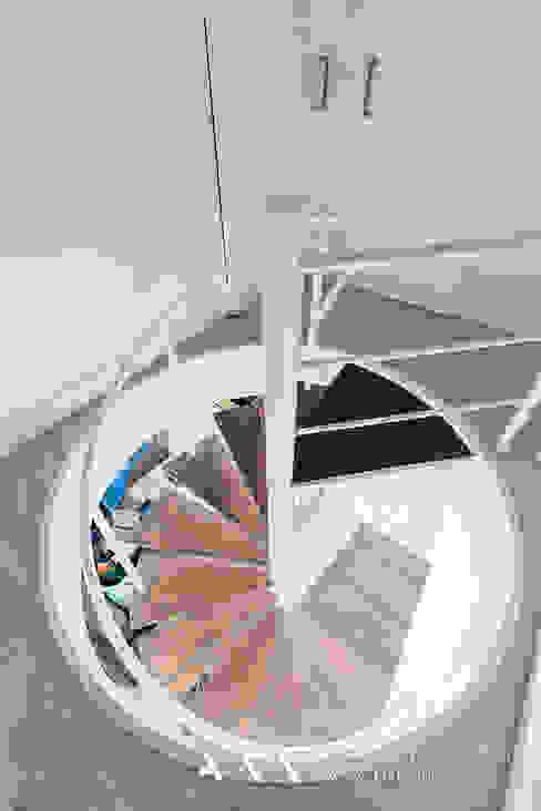 Коридор и прихожая в . Автор – Arquitectos Madrid 2.0, Модерн